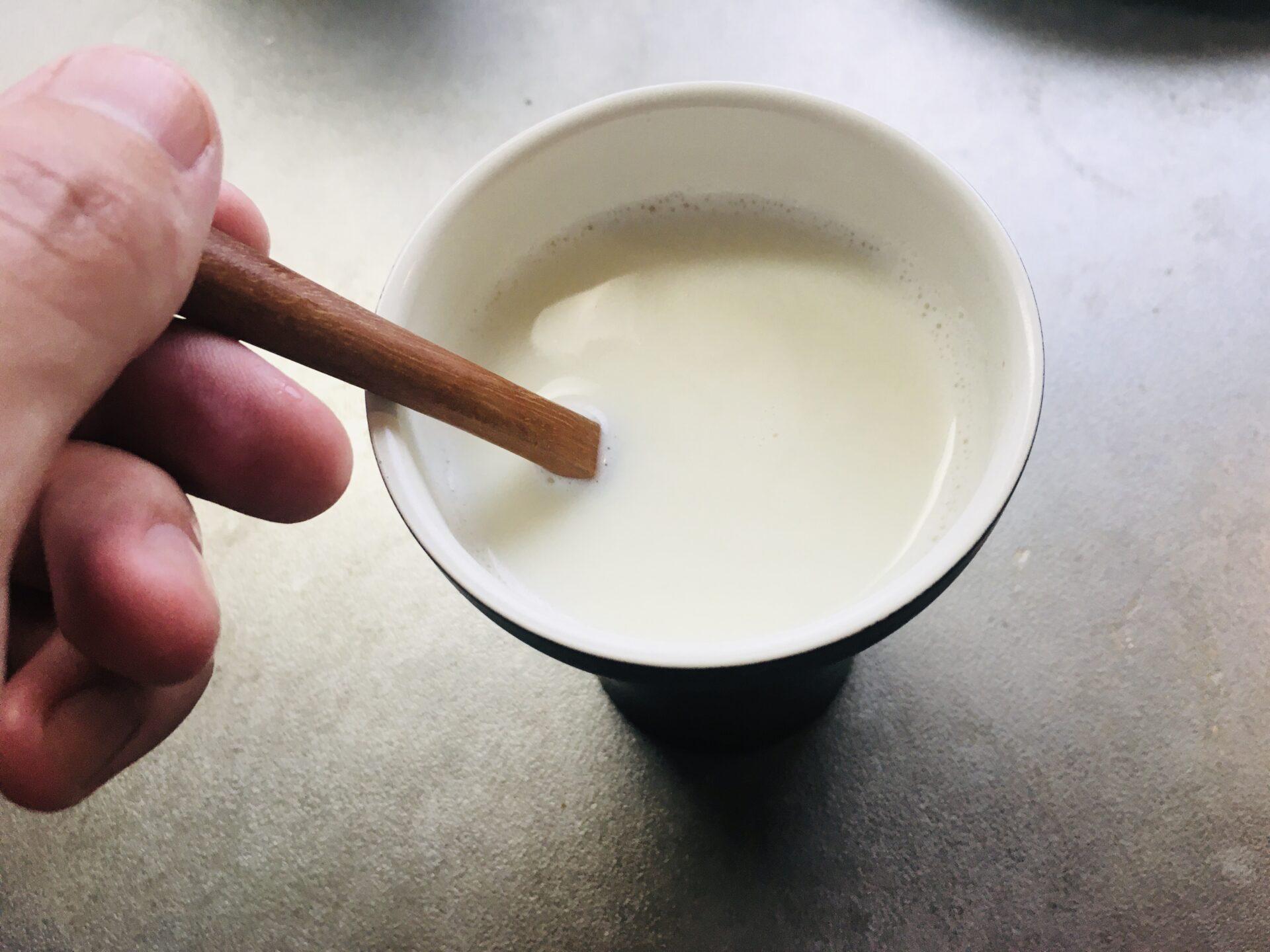 ヴェーダヴィ ジンジャーシロップと牛乳